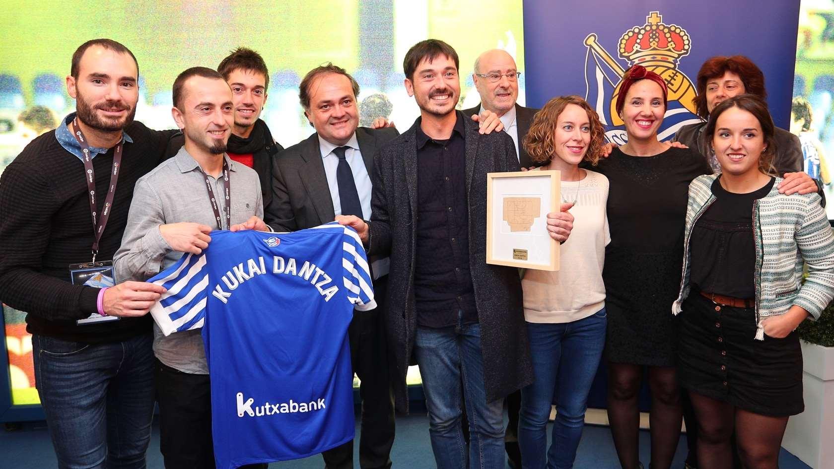 Kukai dantza taldea en anoeta real sociedad de f tbol for Espectaculo kukai dantza